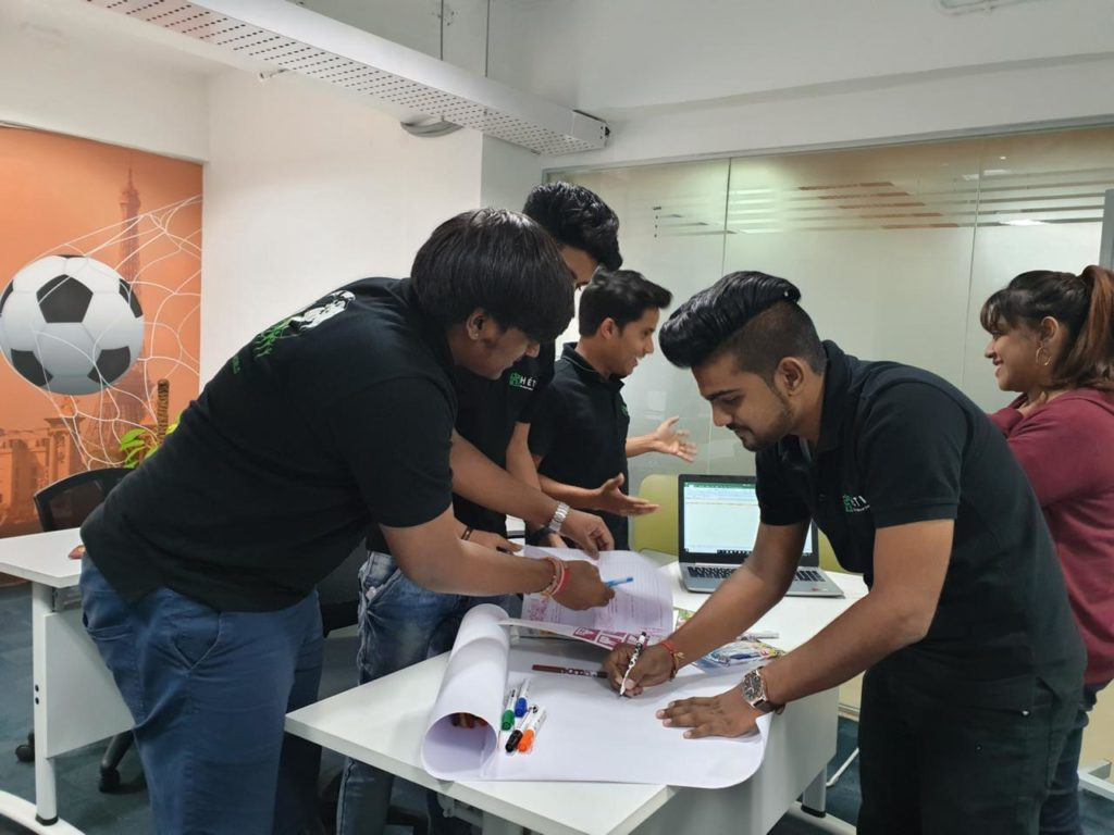 Classroom Activity at Hetic Business Communication